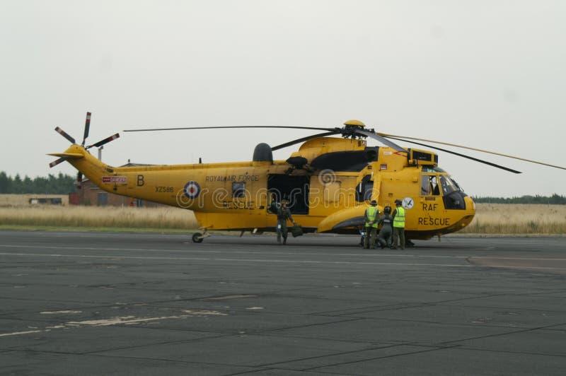 Ελικόπτερο Seaking, στρατιωτικές αναζήτηση και διάσωση στο αεροδρόμιο στοκ εικόνες