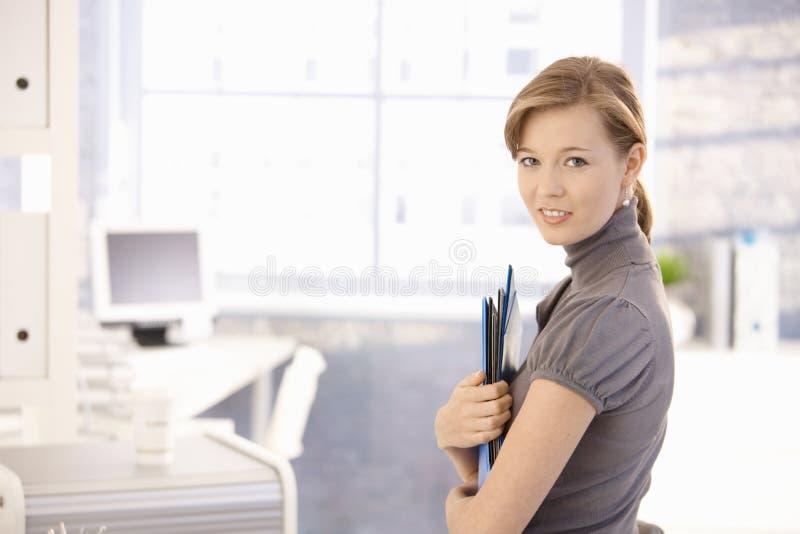 Ελκυστικές γραμματοθήκες εκμετάλλευσης γραμματέων στοκ φωτογραφία