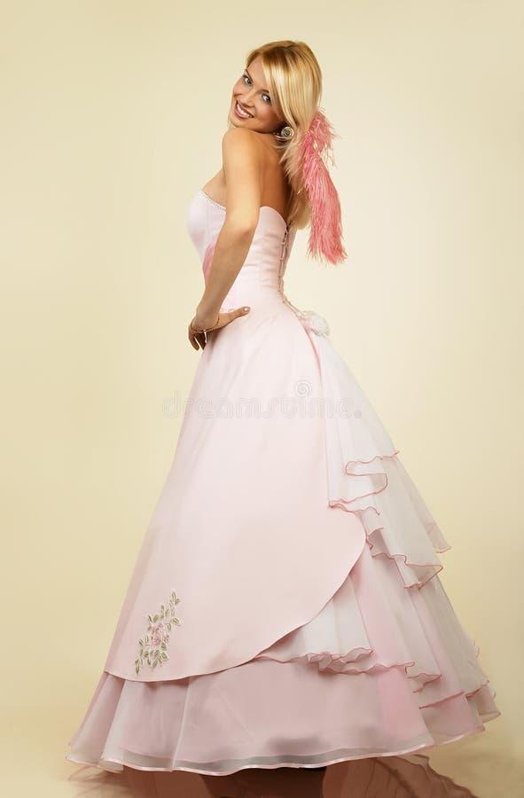 Download ελκυστικές νεολαίες γυναικών πορτρέτου βραδιού φορεμάτων Στοκ Εικόνες - εικόνα από μοντέλο, μοντέρνος: 376880
