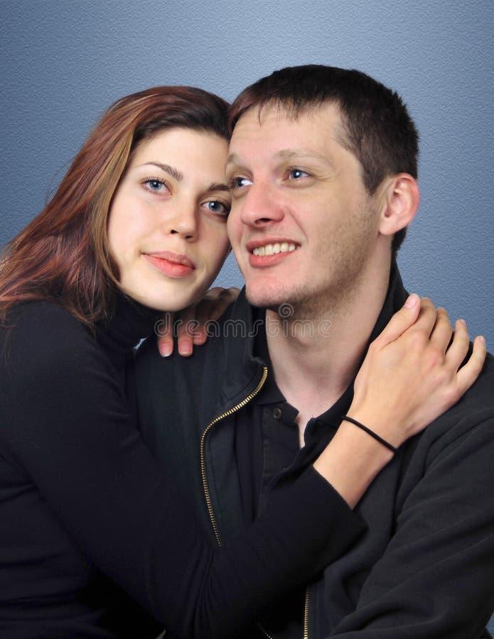 ελκυστικές νεολαίες ζευγών στοκ φωτογραφία
