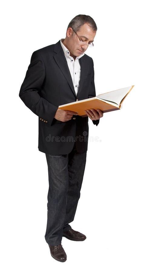 ελκυστική ανάγνωση ατόμω&nu στοκ φωτογραφία με δικαίωμα ελεύθερης χρήσης