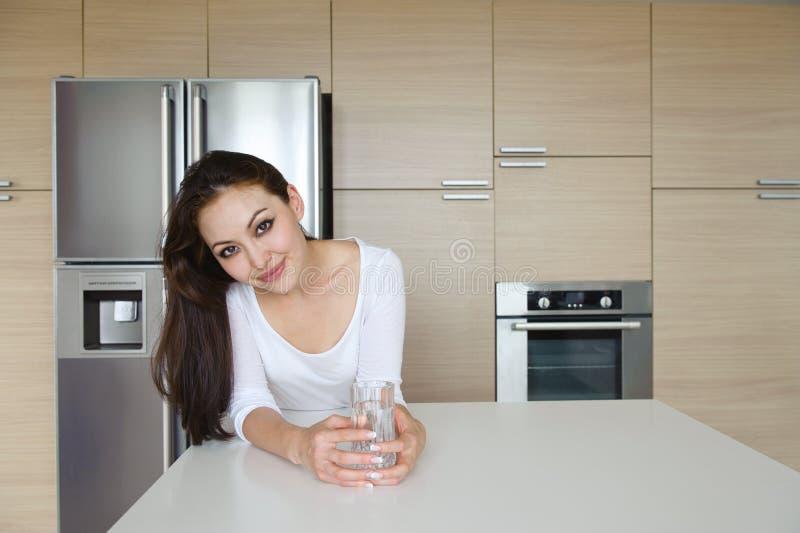 Download Ελκυστική ασιατική γυναίκα στοκ εικόνα. εικόνα από χαμόγελο - 22779315