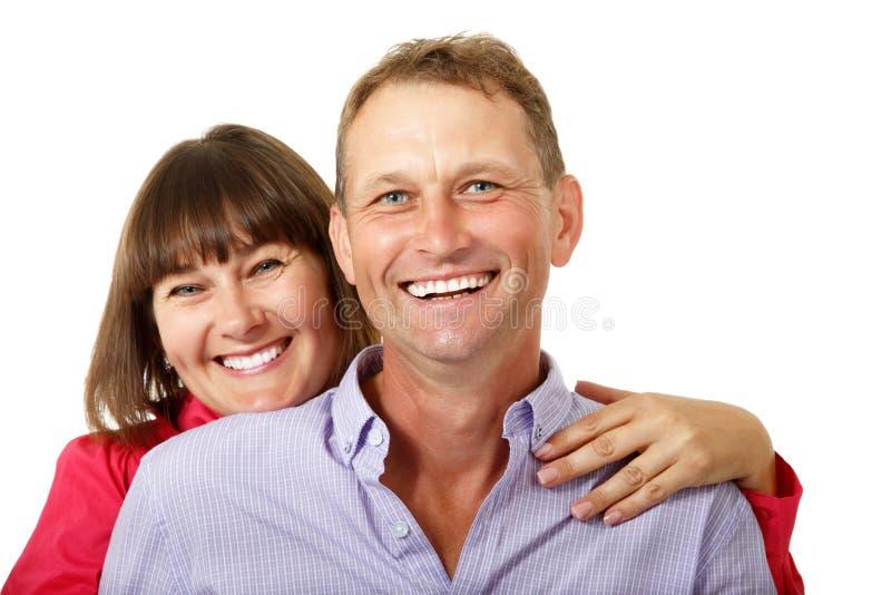 Ελκυστική εύθυμη γυναίκα με το ερωτευμένο χαμόγελο ανδρών άνω του άσπρου BA στοκ εικόνες