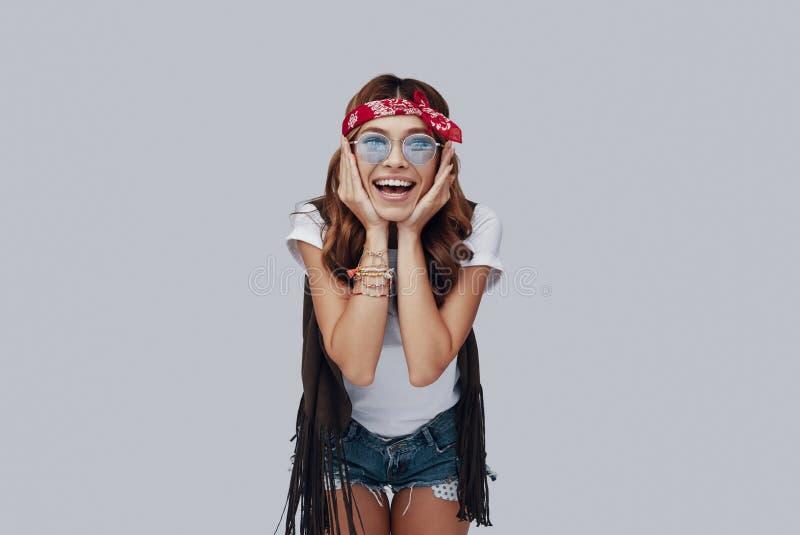 Ελκυστική μοντέρνη νέα γυναίκα στοκ εικόνες
