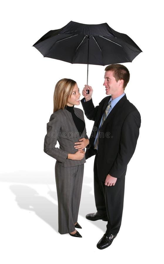 ελκυστική ομπρέλα ζευγών κάτω στοκ φωτογραφίες με δικαίωμα ελεύθερης χρήσης