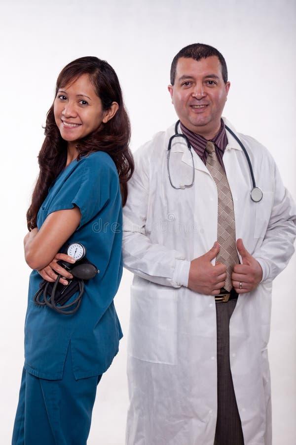 Ελκυστική πολυ φυλετική ιατρική ομάδα στοκ εικόνες