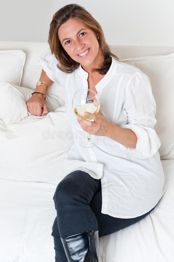 ελκυστική wineglass γυναίκα στοκ εικόνα