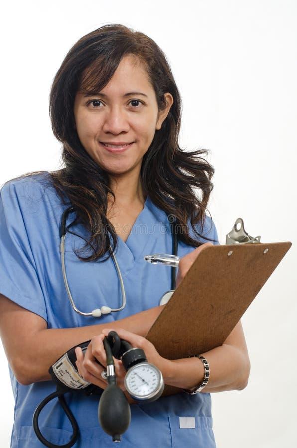 Ελκυστικός ασιατικός των Φηληππίνων γιατρός νοσοκόμων στοκ φωτογραφίες
