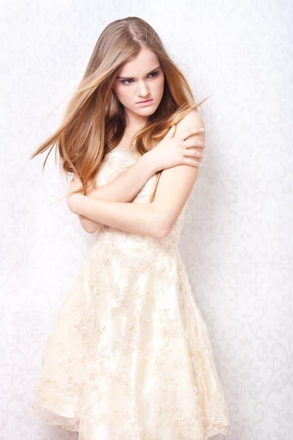 ελκυστικό ξανθό μοντέλο στοκ εικόνα με δικαίωμα ελεύθερης χρήσης
