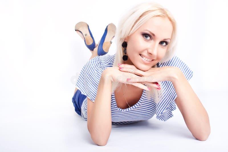 ελκυστικό ξανθό μοντέλο στοκ εικόνες