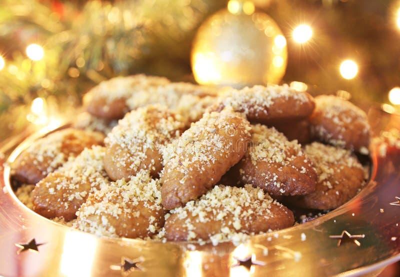 Ελληνικά μπισκότα Χριστουγέννων melomakarona παραδοσιακά με το μέλι και τα καρύδια στοκ φωτογραφία με δικαίωμα ελεύθερης χρήσης