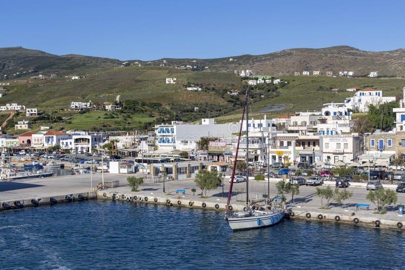 Ελληνικά νησιά Άποψη του λιμένα του νησιού Gavrio Άνδρος, Κυκλάδες, Ελλάδα στοκ εικόνα με δικαίωμα ελεύθερης χρήσης