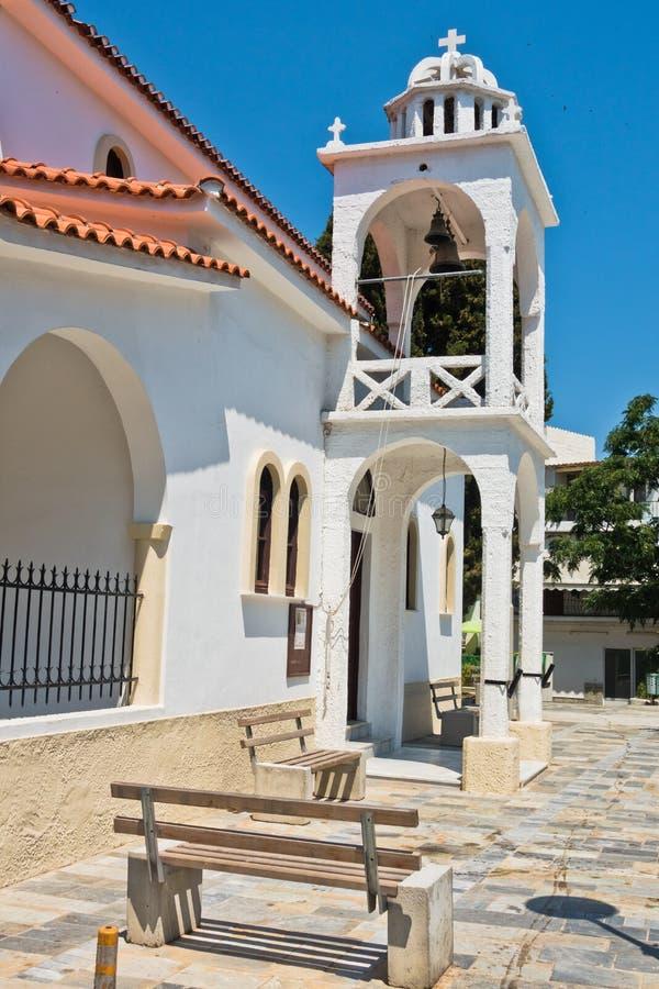 Ελληνική Ορθόδοξη Εκκλησία και ένας πύργος κουδουνιών στην παλαιά πόλη Skiathos, νησί Skiathos στοκ φωτογραφίες με δικαίωμα ελεύθερης χρήσης