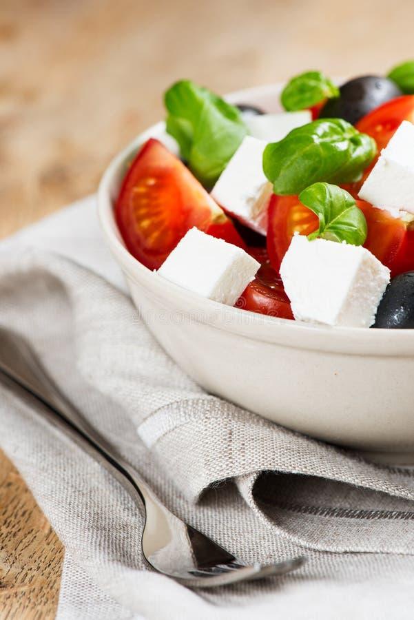 Ελληνική σαλάτα στο κύπελλο στοκ φωτογραφία με δικαίωμα ελεύθερης χρήσης