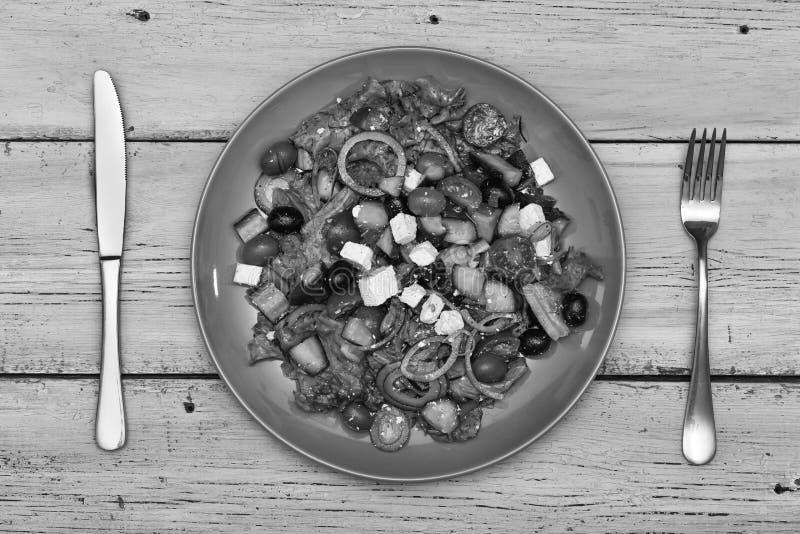 Ελληνική σαλάτα, φέτα, υγιής, ελιά, κεράσι, εστιατόριο, τοπ άποψη στοκ φωτογραφία