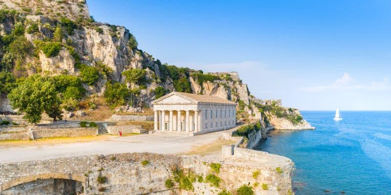 Ελληνικός ναός και παλαιό κάστρο στην Κέρκυρα, Ελλάδα στοκ φωτογραφία με δικαίωμα ελεύθερης χρήσης