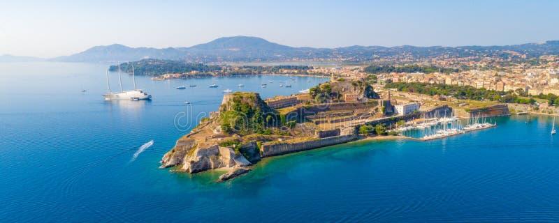 Ελληνικός ναός και παλαιό κάστρο στην Κέρκυρα, Ελλάδα στοκ φωτογραφία
