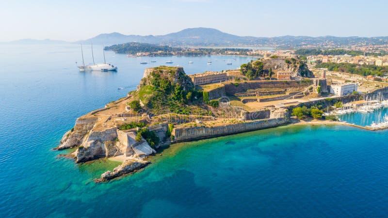 Ελληνικός ναός και παλαιό κάστρο στην Κέρκυρα, Ελλάδα στοκ εικόνα