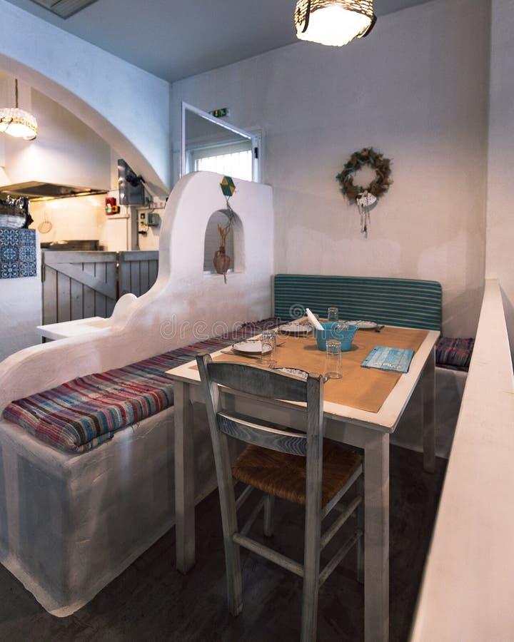 Ελληνικό εσωτερικό ενός τοπικών taverna/ενός εστιατορίου στοκ φωτογραφία με δικαίωμα ελεύθερης χρήσης