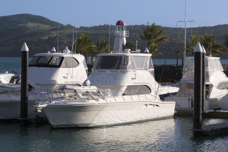ελλιμενισμένη βάρκες μαρίνα νησιών whitsunday στοκ εικόνες