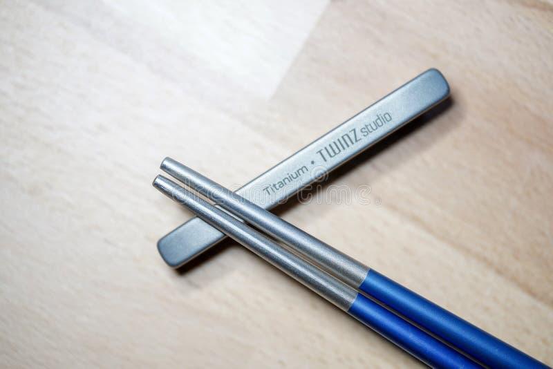 Ελσίνκι, Φινλανδία - 27 Μαρτίου 2019: Chopsticks φιαγμένα από τιτάνιο για βιώσιμους λόγους και την μη χρησιμοποίηση πλαστικών Πυρ στοκ φωτογραφία με δικαίωμα ελεύθερης χρήσης