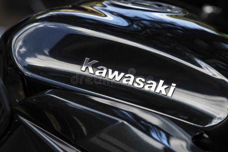 Εμβλήματα μοτοσικλετών Kawasaki στις οδούς του Μιλάνου στην Ιταλία στοκ εικόνες