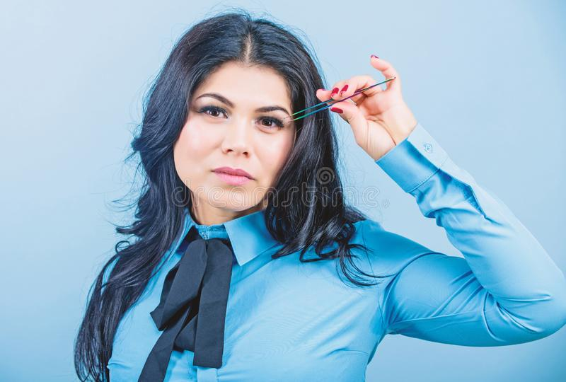Εμπειρογνώμονας ομορφιάς Καλλυντικό εργαλείο tweezer Έννοια καταστημάτων ομορφιάς Ψεύτικος όγκος μαστιγίων Makeup Επέκταση Eyelas στοκ φωτογραφίες
