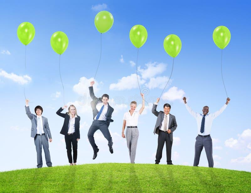 Εμπιστοσύνη Teamwor επιτυχίας υποστήριξης μπαλονιών χιούμορ επιχειρηματιών στοκ φωτογραφία με δικαίωμα ελεύθερης χρήσης