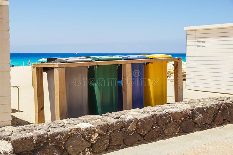 Εμπορευματοκιβώτια για τη διαφοροποιημένη αποκομιδή αποβλήτων στοκ εικόνες με δικαίωμα ελεύθερης χρήσης