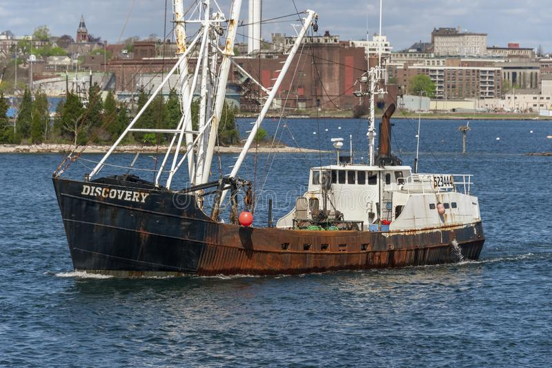 Εμπορική ανακάλυψη αλιευτικών σκαφών που αποχωρεί από το Νιού Μπέντφορτ στοκ φωτογραφία με δικαίωμα ελεύθερης χρήσης