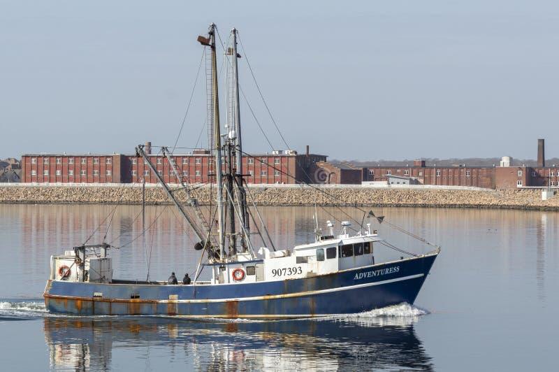Εμπορικός τίτλος Adventuress αλιευτικών σκαφών επάνω στον ποταμό Acushnet στοκ εικόνα