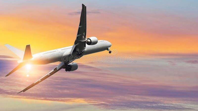 Εμπορικό αεροπλάνο που πετά επάνω από τον όμορφο ουρανό στο δραματικό φως του ήλιου Έννοια ταξιδιού και μεταφορών στοκ φωτογραφίες με δικαίωμα ελεύθερης χρήσης