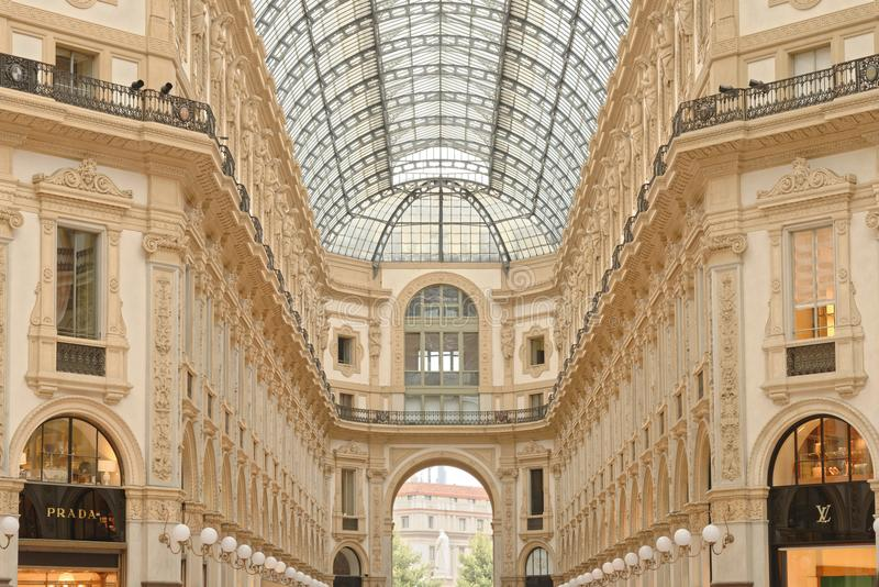 Εμπορικό κέντρο του Emanuele στεγών Vittorio Galleria στο Μιλάνο στοκ εικόνα
