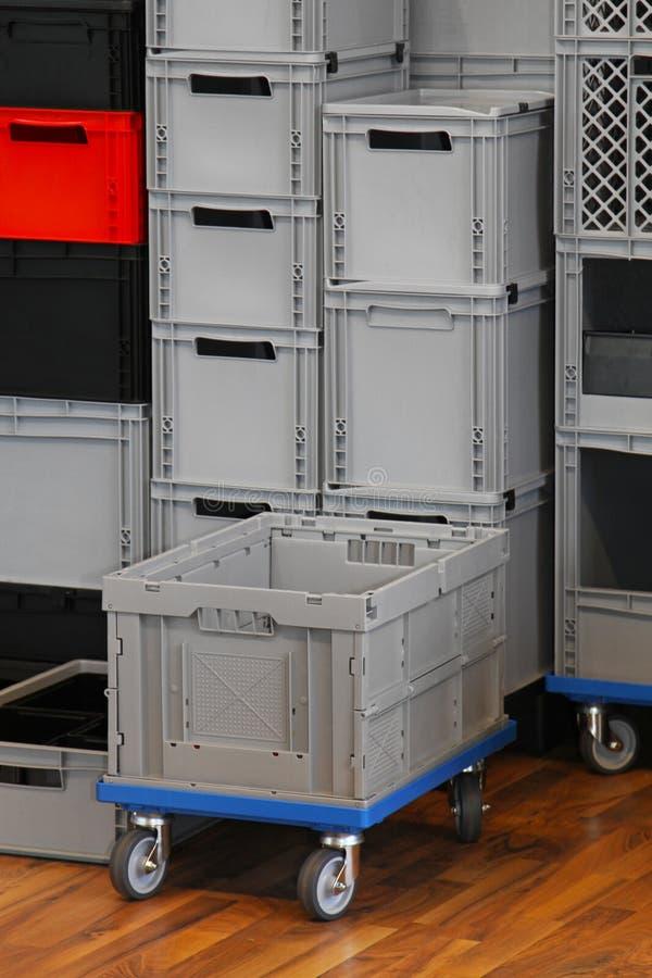 εμπορικό κλουβί κιβωτίων στοκ εικόνα