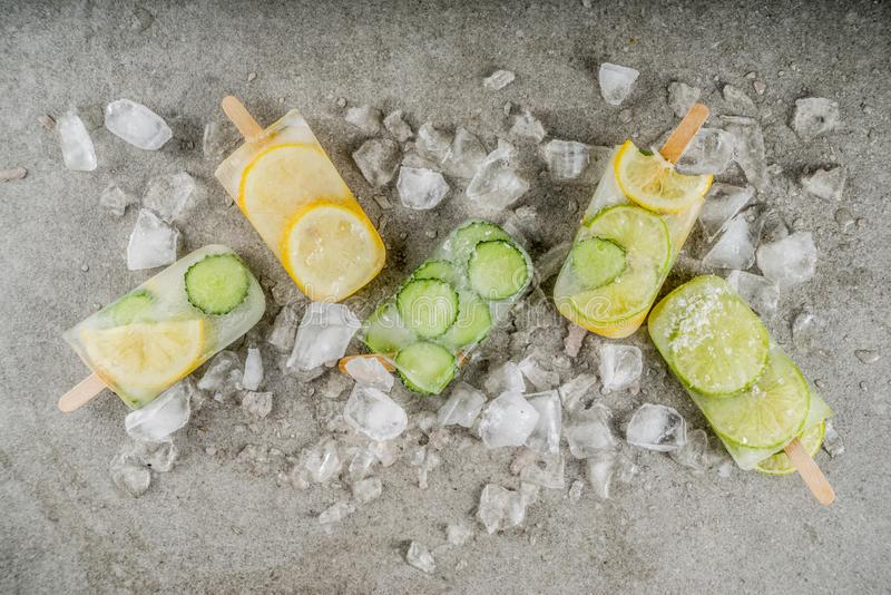Εμποτισμένο παγωτό νερού popsicles στοκ εικόνες