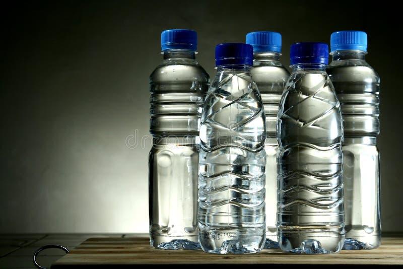 εμφιαλωμένο πόσιμο νερό στοκ εικόνα με δικαίωμα ελεύθερης χρήσης