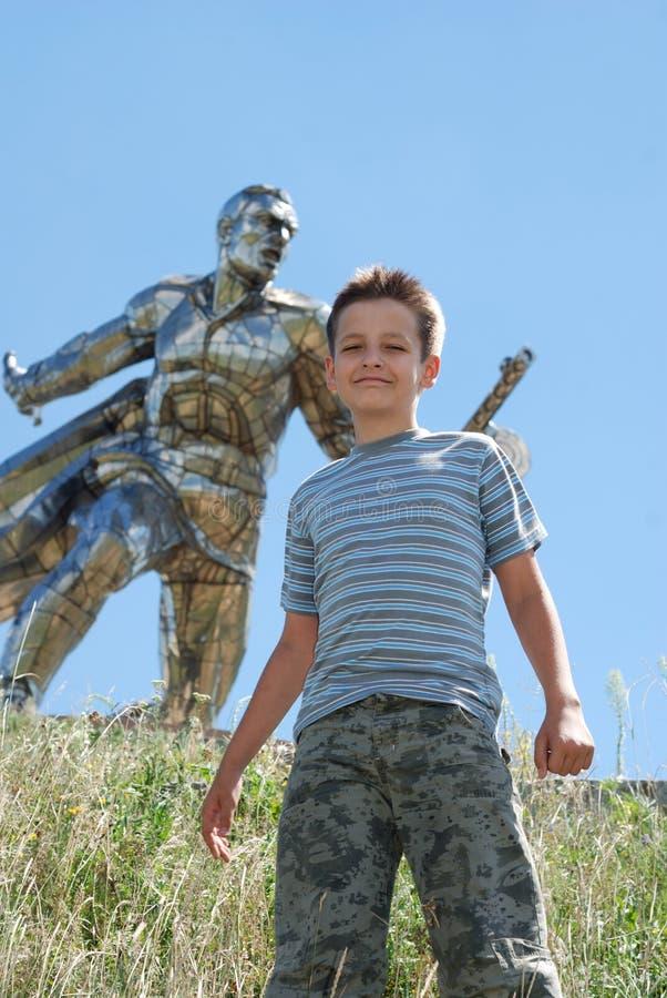 ενάντια στη στάση μνημείων υπερασπιστών αγοριών στοκ εικόνες