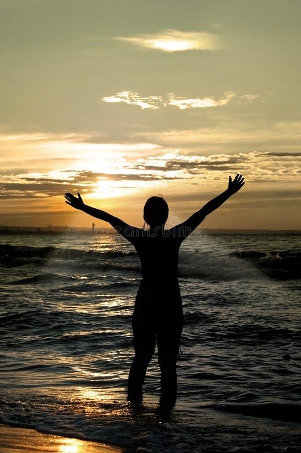 ενάντια στο προσκυνητή ηλιοβασιλέματος στοκ φωτογραφία