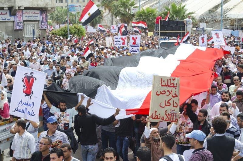 ενάντια στο συμβούλιο που καταδεικνύει Αιγυπτίους στρατιωτικούς στοκ εικόνες