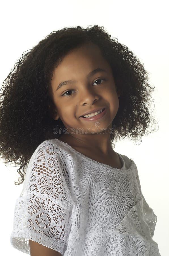 ενάντια στο backgrou το κορίτσι απομόνωσε λίγα αρκετά άσπρα στοκ εικόνα