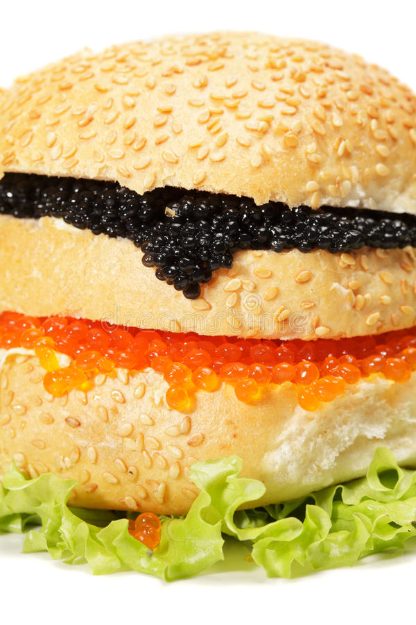 ενάντια burger στο λευκό κινημ&al στοκ φωτογραφία με δικαίωμα ελεύθερης χρήσης