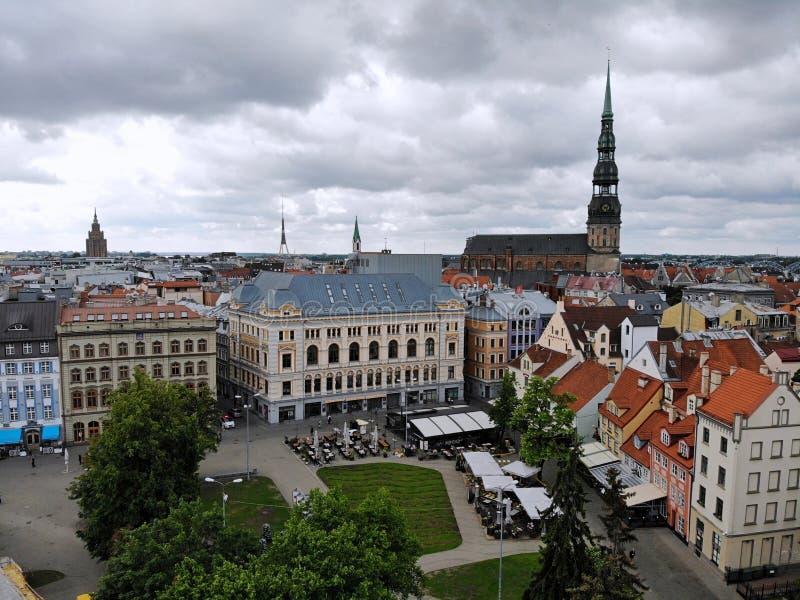 Εναέρια άποψη άνωθεν σχετικά με τη μεγάλη βαλτική πόλη Ρήγα Η πρωτεύουσα της Λετονίας Μια από την ομορφότερη και autentic πόλη στ στοκ φωτογραφίες με δικαίωμα ελεύθερης χρήσης