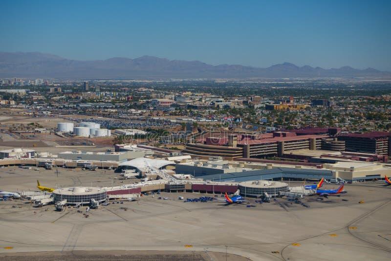 Εναέρια άποψη αερολιμένων του Λας Βέγκας στον ηλιόλουστο χρόνο ημέρας στοκ φωτογραφία