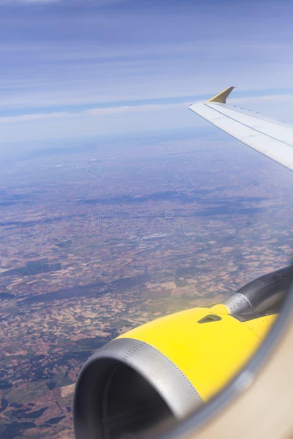 εναέρια άποψη από ένα αεροπλάνο παραθύρων κατά τη διάρκεια της πτήσης Καφετί τοπίο ανωτέρω στην Ισπανία r στοκ φωτογραφίες με δικαίωμα ελεύθερης χρήσης