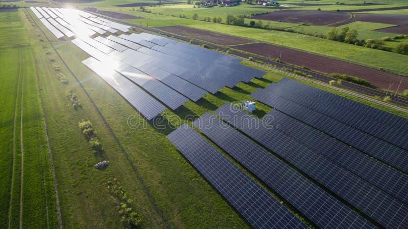 Εναέρια άποψη εγκαταστάσεων ηλιακής ενέργειας στοκ φωτογραφίες με δικαίωμα ελεύθερης χρήσης