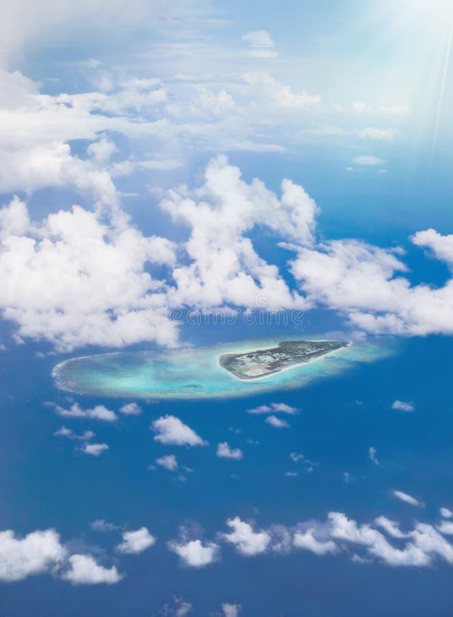 Εναέρια άποψη ενός νησιού του αρχιπελάγους Okinawan στην Ιαπωνία στοκ φωτογραφία