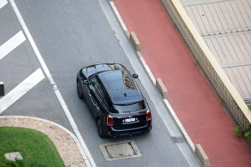 Εναέρια άποψη ενός όμορφου μαύρου χωρικού του Mini Cooper S ALL4 στοκ φωτογραφία με δικαίωμα ελεύθερης χρήσης
