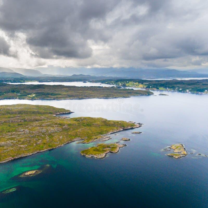 Εναέρια άποψη κηφήνων ακτών της Νορβηγίας στοκ εικόνες