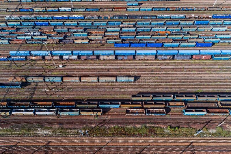 Εναέρια άποψη κηφήνων σχετικά με το τερματικό σιδηροδρομικών μεταφορών στοκ φωτογραφία με δικαίωμα ελεύθερης χρήσης