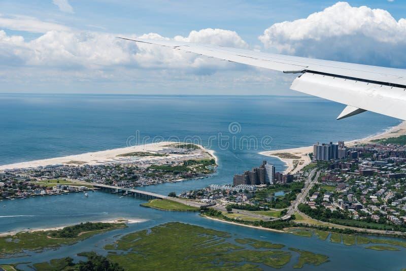 Εναέρια άποψη μακρινών Rockaway και της παραλίας Rockaway στο throu της Νέας Υόρκης στοκ φωτογραφία με δικαίωμα ελεύθερης χρήσης